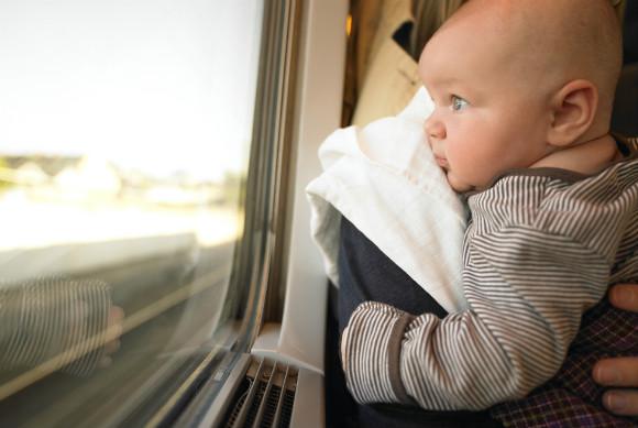 電車の中でぐずる