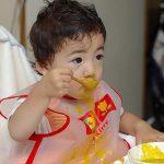 スプーンで食べてくれないわが子に効果的な方法は?