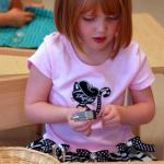 乳幼児が集中する遊びを仕掛けて能力引き出す